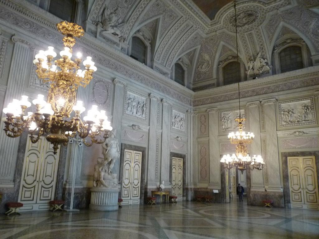 lampadari caserta : Caserta. Palazzo Reale. Sala delle guardie del corpo ? dan / flickr ...