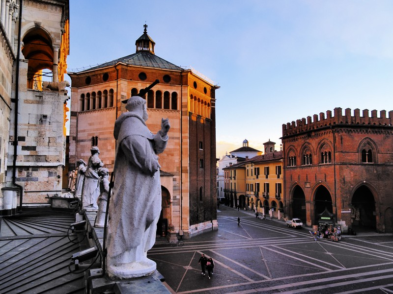 Piazza-del-comune-Cremona-58152-2