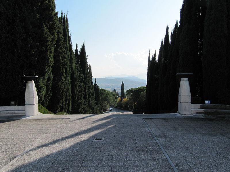 800px-Sacrario_militare_di_oslavia_landscape