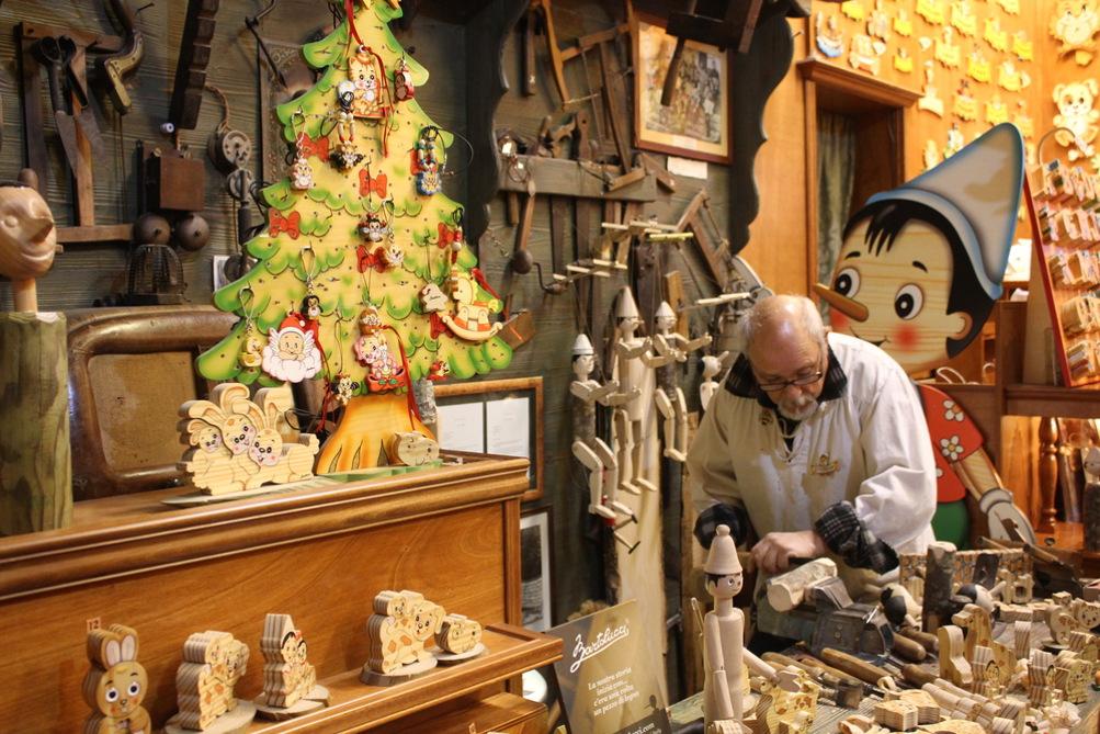 Lavorazione artigianale © Greta Gabaglio / Shutterstock.com