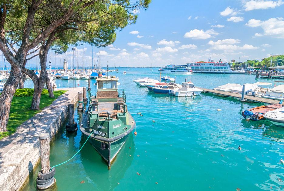 Il porto di Desenzano. Foto © Eddy Galeotti / Shutterstock.com