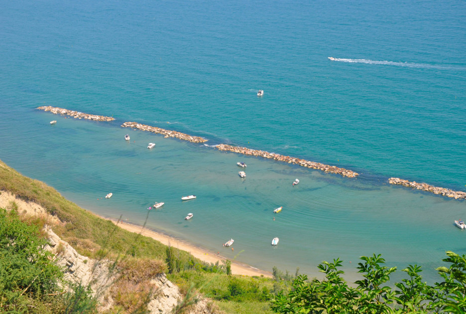 La spiaggia di Fiorenzuola di Focara, frazione di Pesaro. Foto © Lino M / Flickr.com
