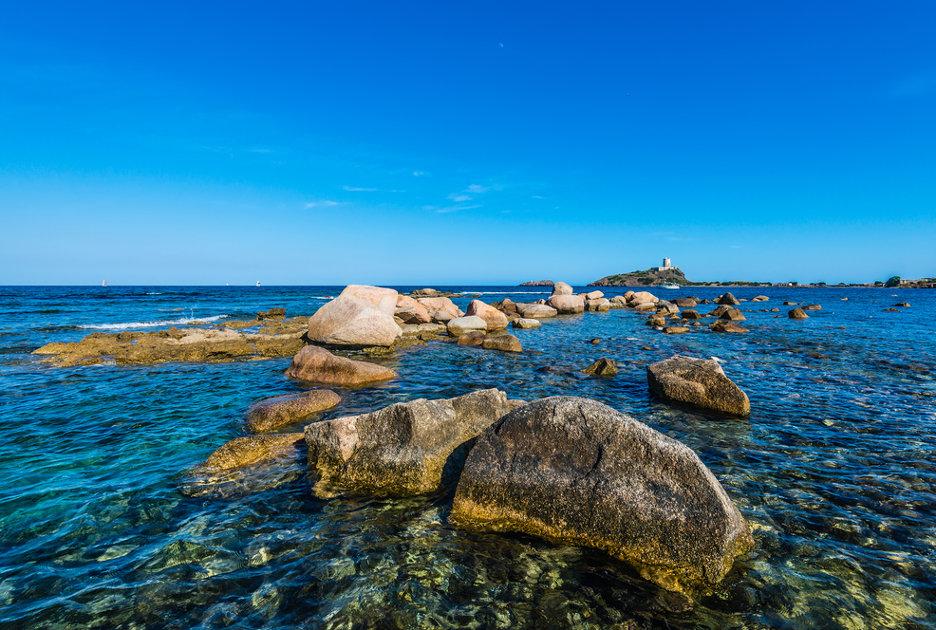 Il mare di Nora. Foto / Shutterstock.com