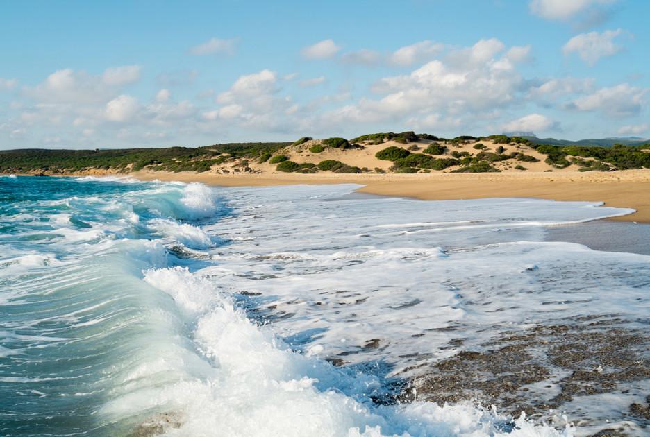 Il mare e la spiaggia di Piscinas / Foto: Shutterstock.com
