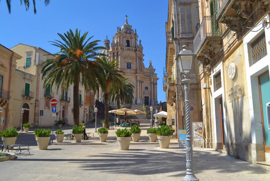 Собор святого Георгия и площадь перед ним. Фото / Shutterstock.com