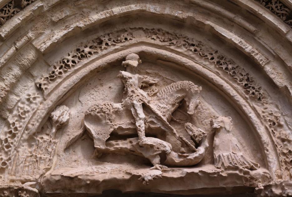 Люнет портала Святого Георгия, уцелевший после землетрясения. Фото / Shutterstock.com