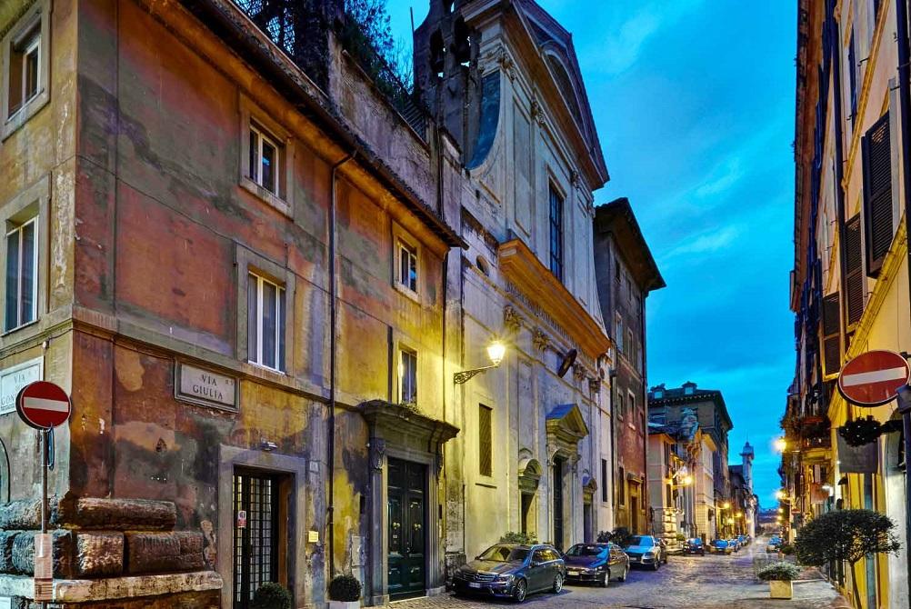 Via Giulia / hotelindigorome.com