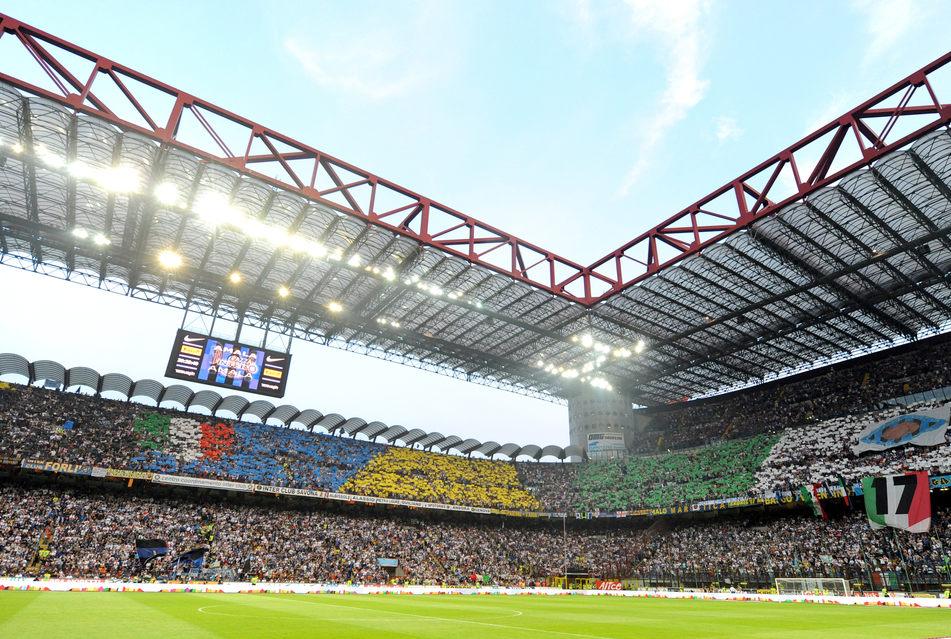 Болельщики «Интера» во время матча. Фото © Paolo Bona / Shutterstock.com