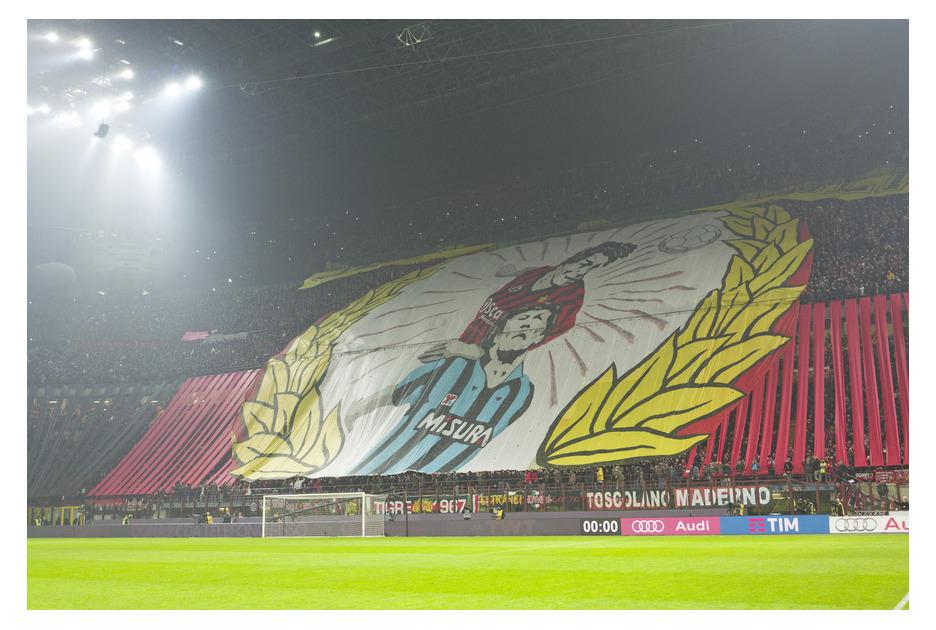 Баннер болельщиков «Милана» на дерби 31 января 2016 г. Фото © Paolo Bona / Shutterstock.com