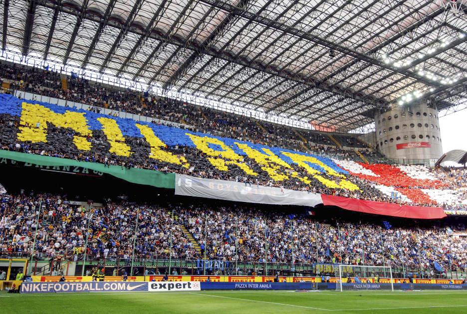 Перформанс болельщиков «Интера» во время одного из матчей 2007 г. Фото © Paolo Bona / Shutterstock.com