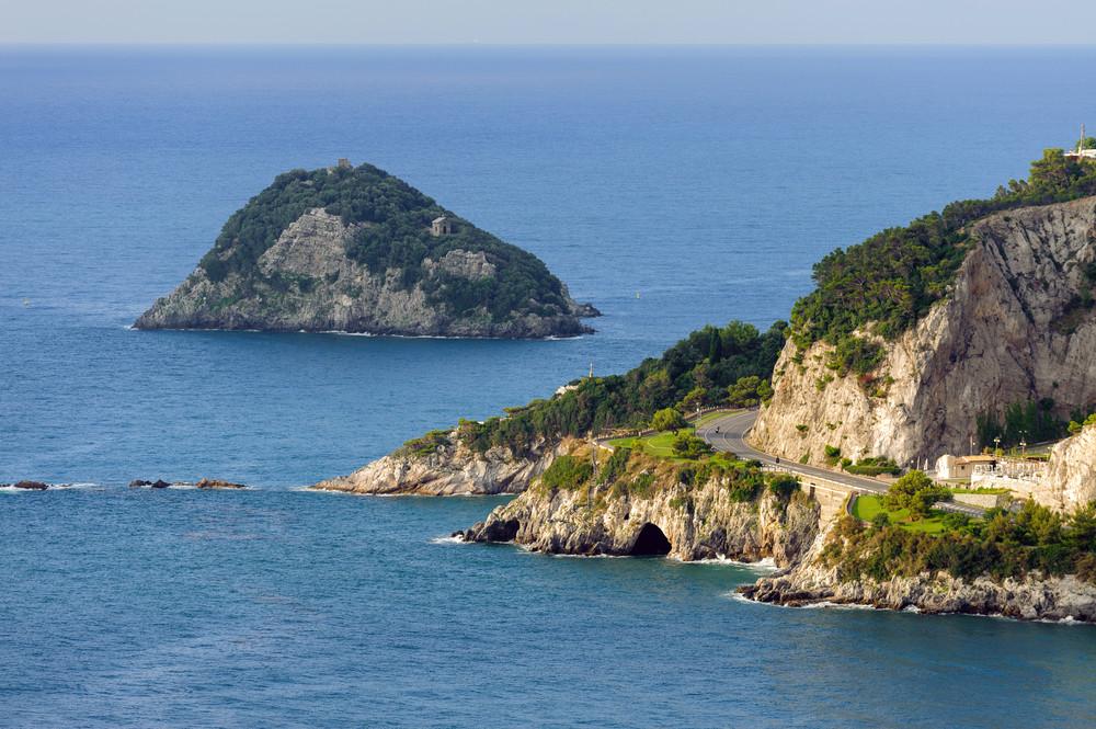 Vista panoramica sull'Isola di Bergeggi / Foto: Shutterstock.com