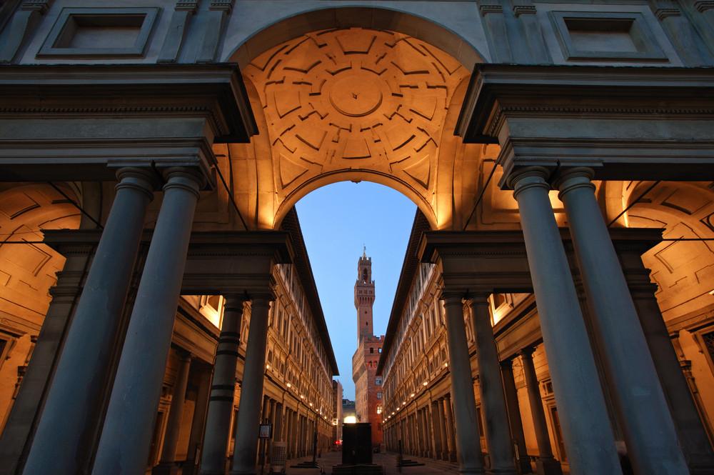Il cortile degli Uffizi / Shutterstock.com