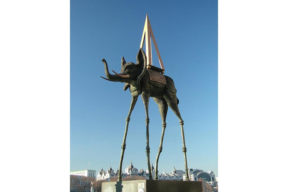 Сальвадор Дали, «Космический слон»