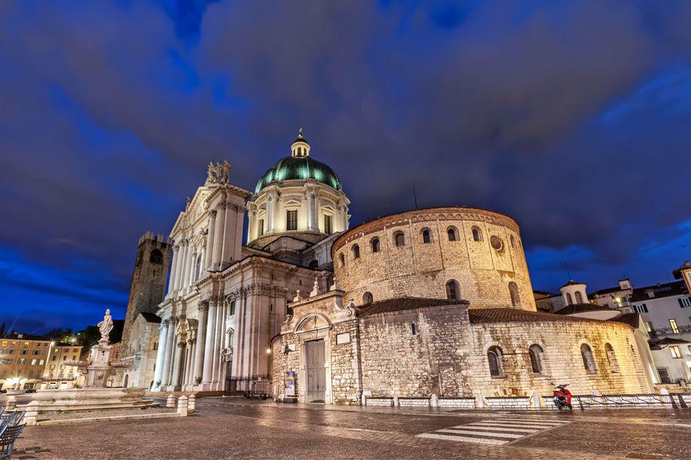 Il Duomo Vecchio e il Duomo Nuovo / Foto: Shutterstock.com