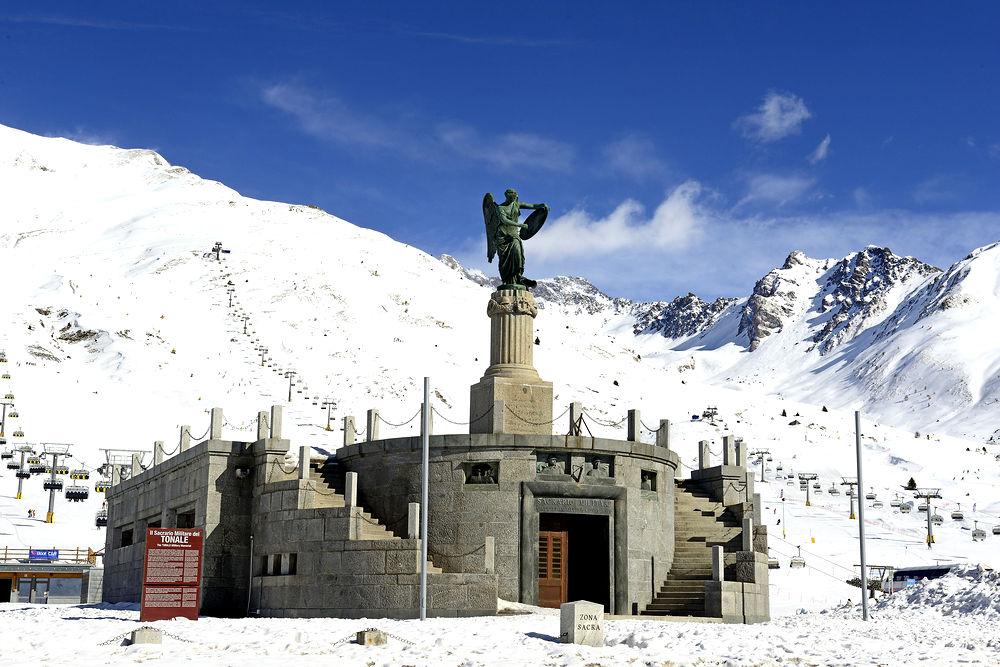 Монумент павшим итальянцам в Первую мировую войну © Pecold / Shutterstock