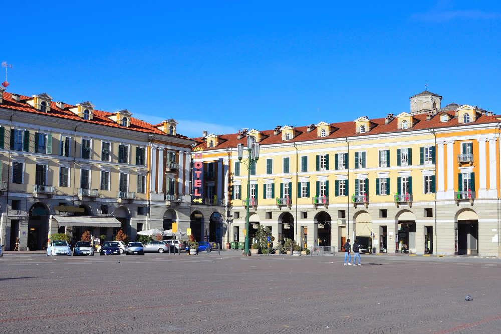 Piazza Galimberti / Shutterstock
