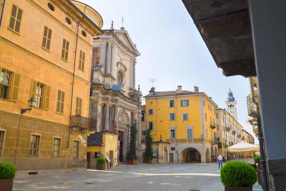 Basilica di Sant'Ambrogio © shutterstock / Emena
