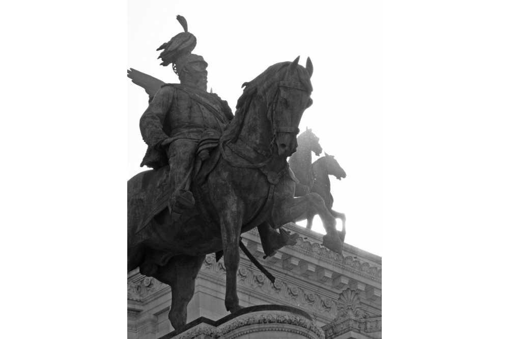 Vittorio emmanuele II pered Altare della Patria_
