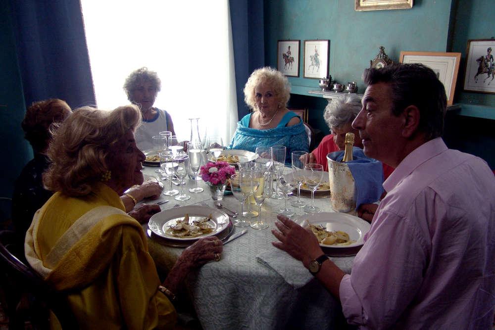 Праздничный обед жарким летом